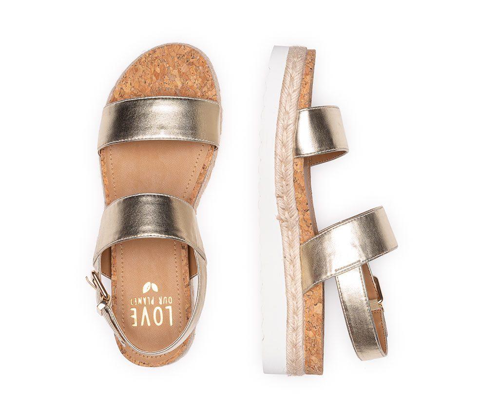 DIANA | Seeks vegan shoes